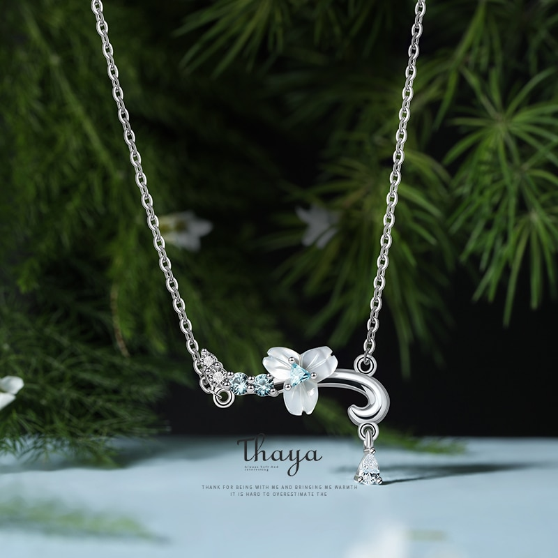 Flower Shell Necklace With Charm