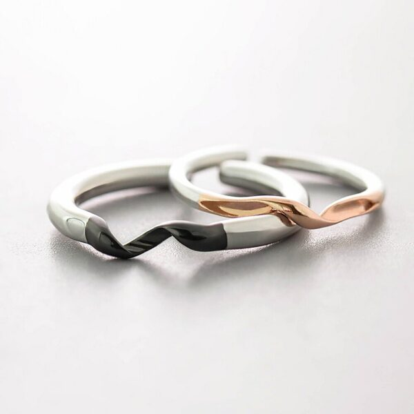 Winding Couple Interlocking Rings
