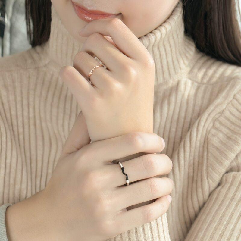Winding Couple Interlocking Rings