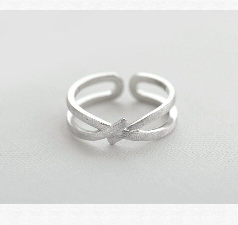Red knot Streak Cross valentine ring
